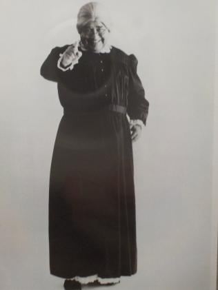 Jonathan Winters as Maude Frickert