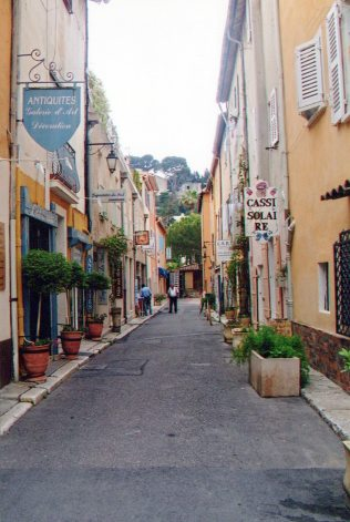 Most streets in Cassis are narrow.